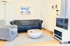 Wohnbereich mit Fernseher, DVD und Stereoanlage